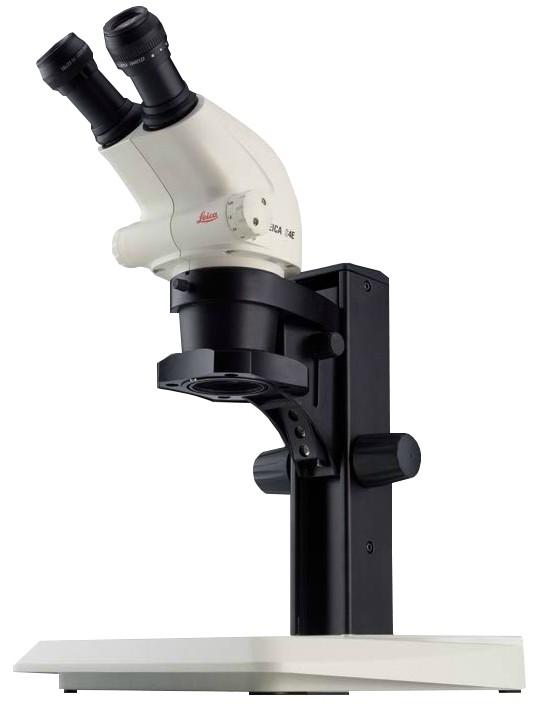 Leica S4 E mit LED-Stativ - Seitenansicht rechts