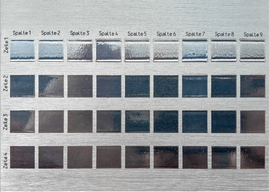Abbildung 2 Aluminiumprobe mit Polierfeldmatrix.